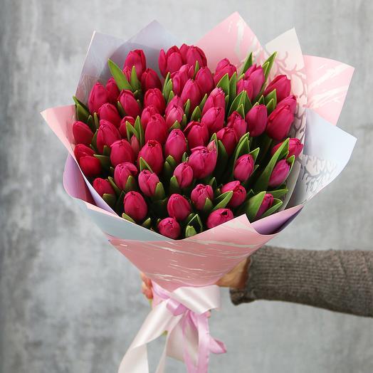 51 малиновый тюльпан: букеты цветов на заказ Flowwow