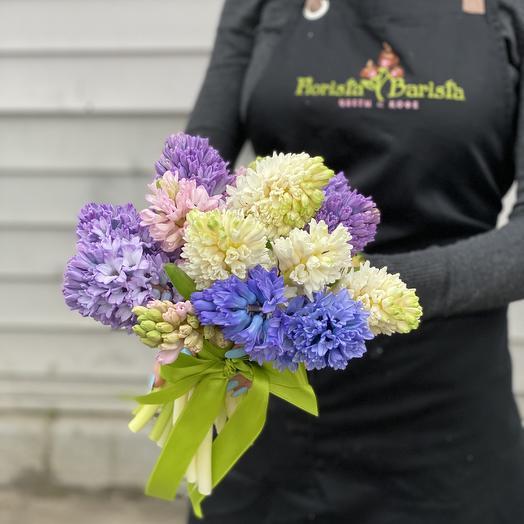Яркий букет гиацинтов с атласной лентой: букеты цветов на заказ Flowwow