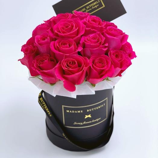 Demi black velvet box with 25 fucsia roses: букеты цветов на заказ Flowwow