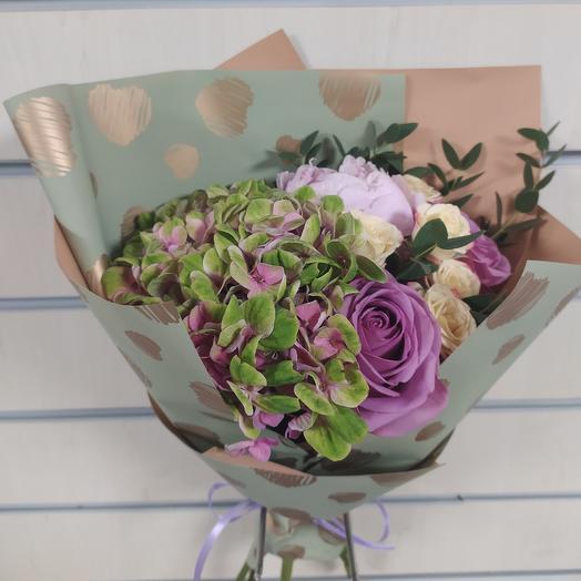 Букет с гортензией: букеты цветов на заказ Flowwow