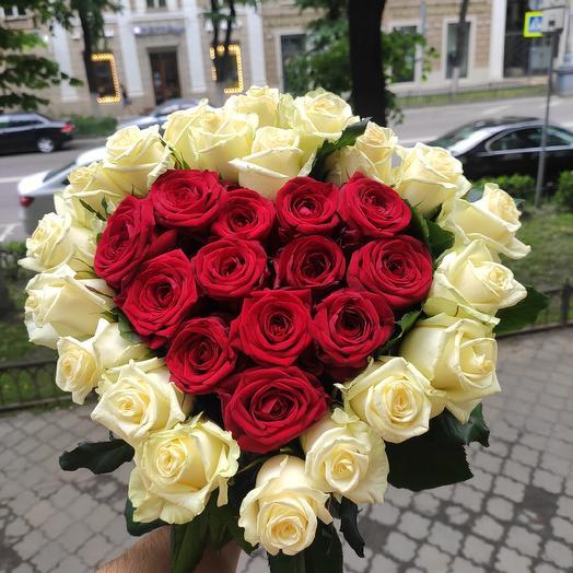 Сердцем 35 роз