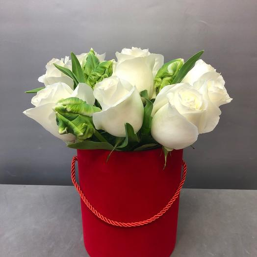 Розы и тюльпаны в бархатной коробке