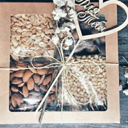 Орешки в коробке
