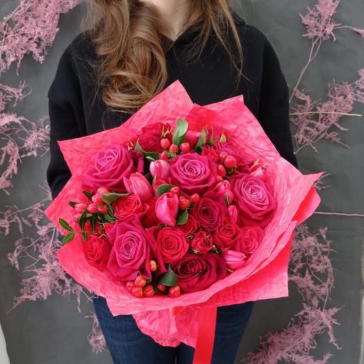"""""""Ягодный"""" Букет с розами и ягодами"""