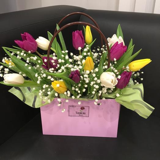 Яркие тюльпаны в сумочке