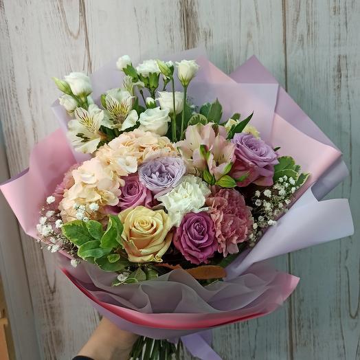 Большой красивый букет с гортензией и ассорти цветов
