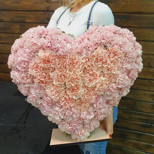 Сердце из гвоздики