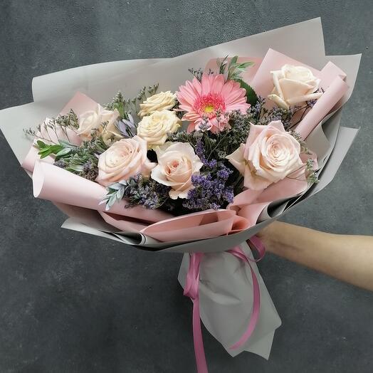 Стильный микс из роз Veronica и пионовидной розы