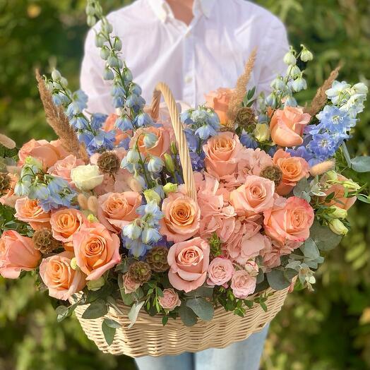 Корзина с цветами Luxury Flowers Персиковая роза