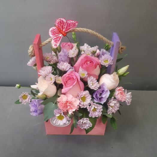 Розовый ящичек с цветами