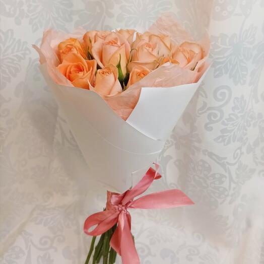 Букет из 15 роз персиковых