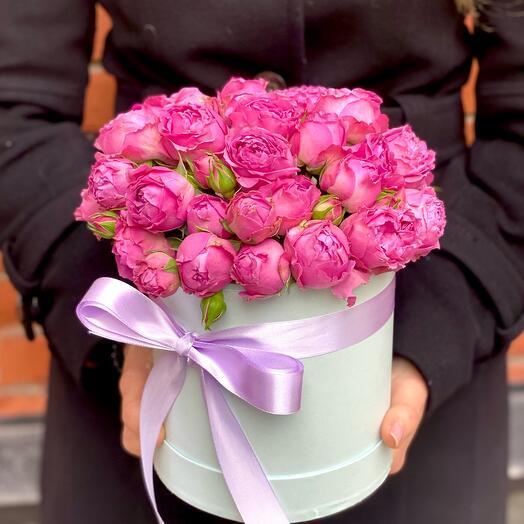 15 кустовых пионовидных роз в шляпной коробке