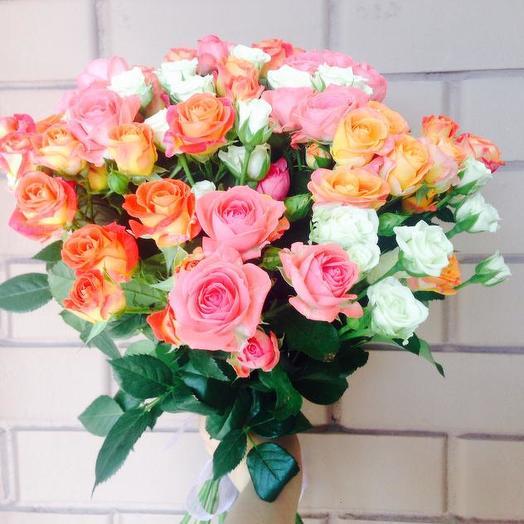 Букет из 23 разноцветных кустовых роз 50 см: букеты цветов на заказ Flowwow