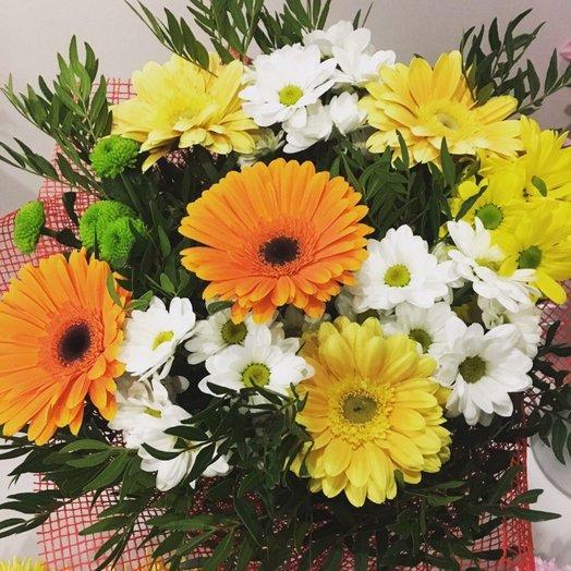 Яркий букет с герберой и хризантемой