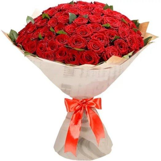 51 красная роза в упаковке крафт: букеты цветов на заказ Flowwow