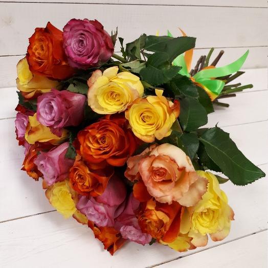 Букет из 29 разноцветных кенийская роза: букеты цветов на заказ Flowwow