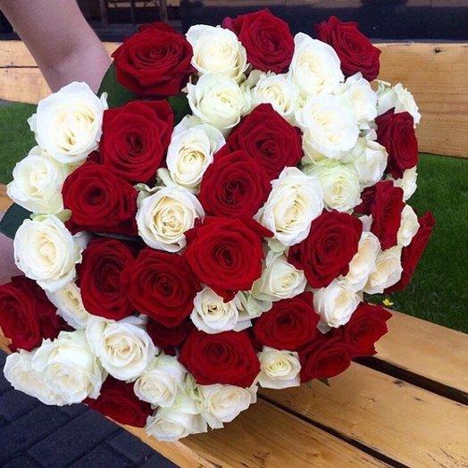 Розы. Букет из 51 розы (50см) Красные , белые. N19: букеты цветов на заказ Flowwow