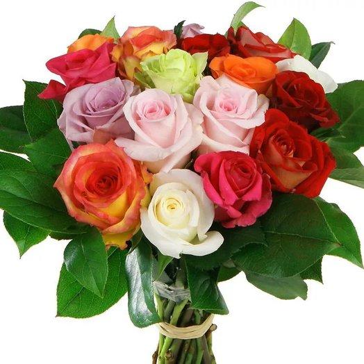 13 разноцветных роз