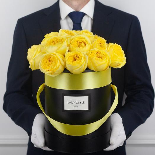 Пионовидные розы Сatalina в шляпной коробке M: букеты цветов на заказ Flowwow