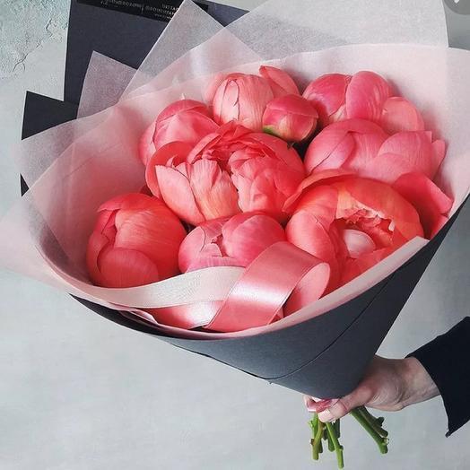 9 коралловых пионов в крафте: букеты цветов на заказ Flowwow