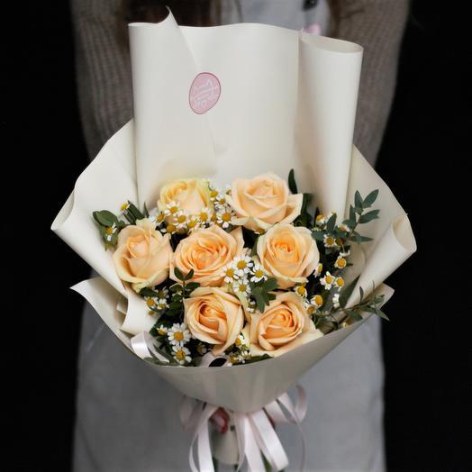 Букет-комплимент: персиковый с ромашкой: букеты цветов на заказ Flowwow