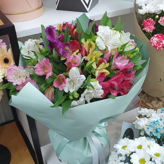Альстромерия в упаковке: букеты цветов на заказ Flowwow