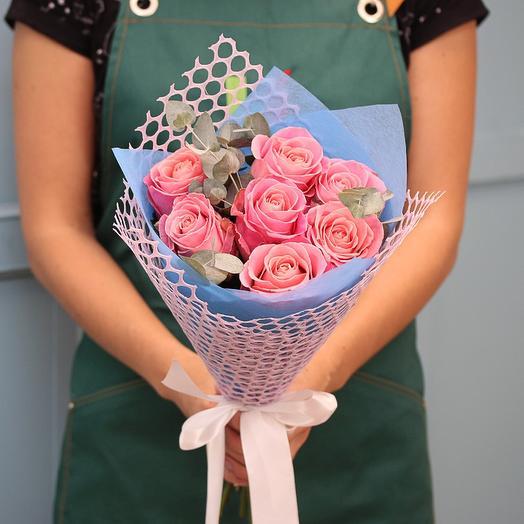 Букет из 7 розовых роз 50 см (Эквадор) Хермоса с зеленью эвкалипта