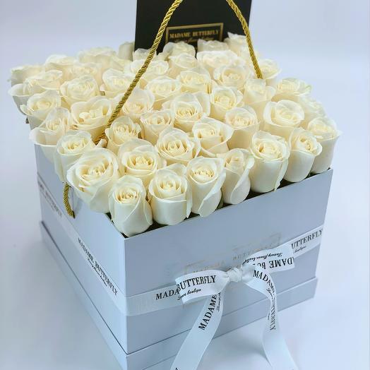 Гранде квадрат белая. 49 белых роз