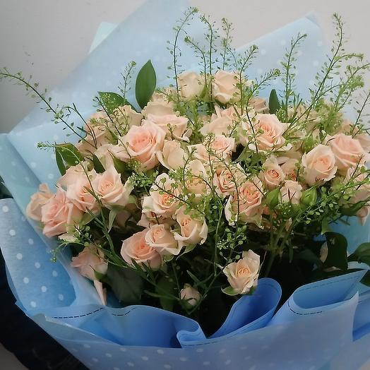 Букет из кустовые роз