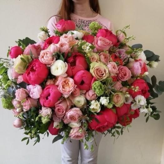 Огромный букет с коралловыми пионами️: букеты цветов на заказ Flowwow