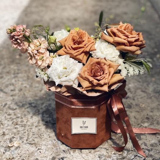 Кофейная бархатная Коробочка: букеты цветов на заказ Flowwow