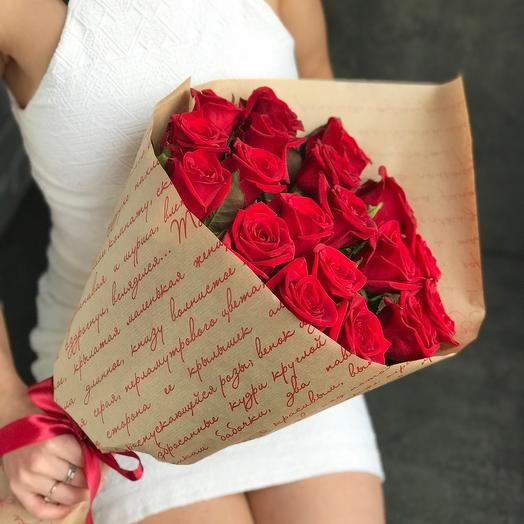 ✅ Bouquet of roses in kraft paper