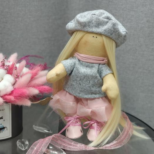 Кукла Вики в берете
