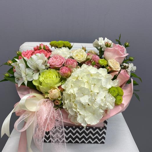 Цветы в коробке-сюрприз