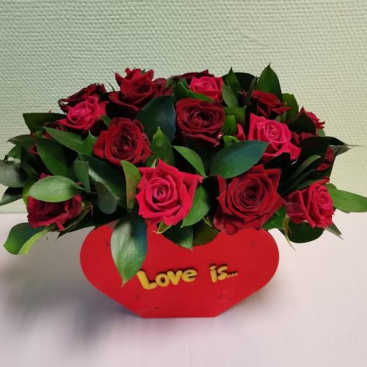 """Розы в коробке """"Love is..."""""""