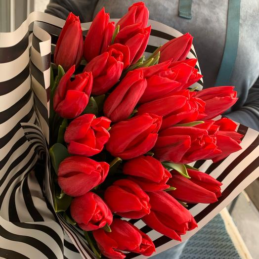 Scarlet tulips