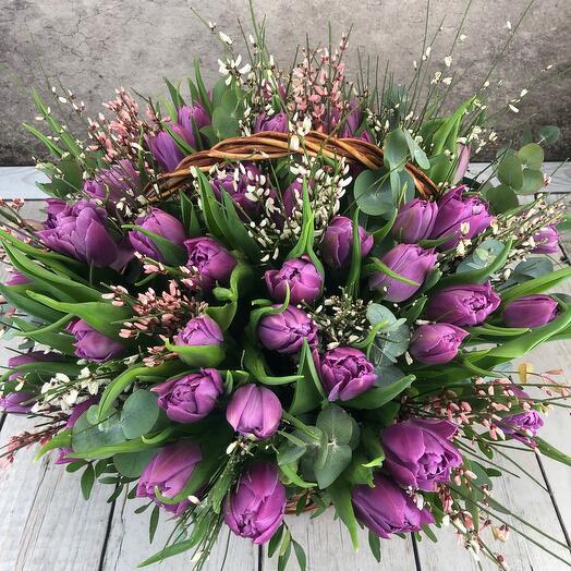 Корзина 51 тюльпан(Весенний поцелуй)