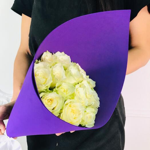 Букет из 15 Белых роз(коробка конфет в подарок, условие в описании)