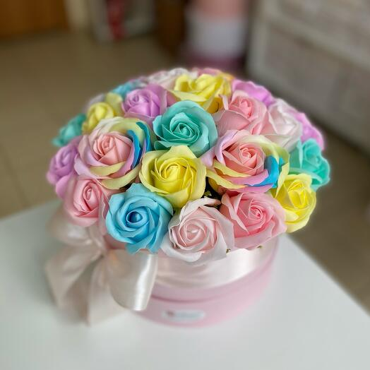 Радужные мыльные розы в коробке