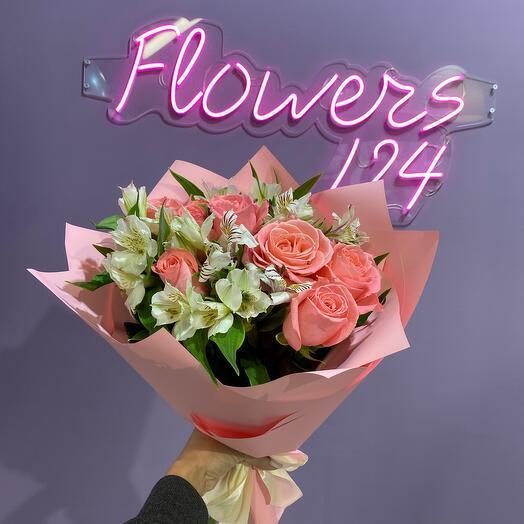 Букет с розами и альстрамерией