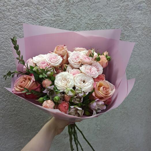 Букет с пионовидными розами и ассорти цветов