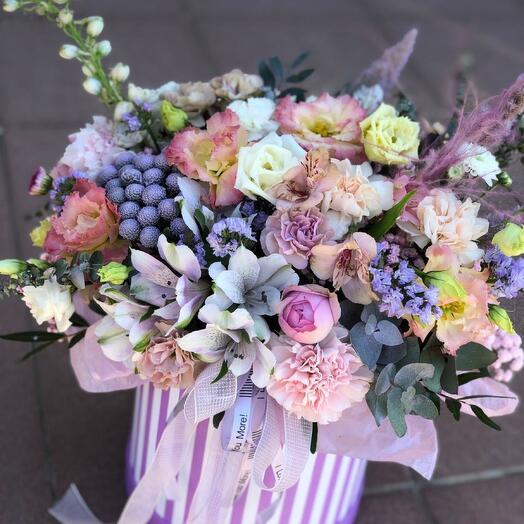 Шляпная коробка из мборных цветов