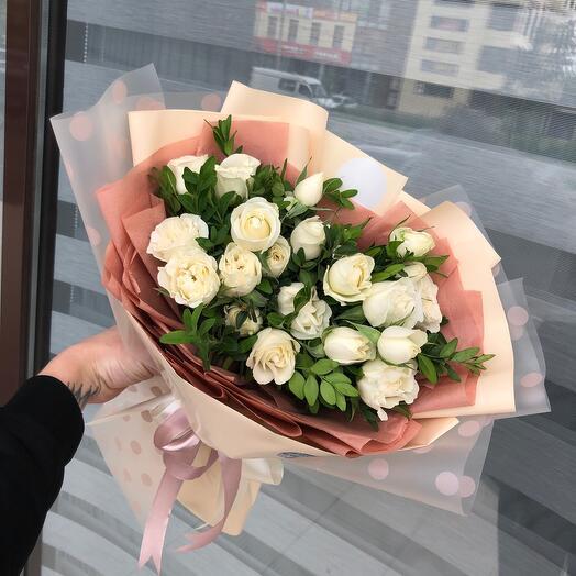 Сливочные розы