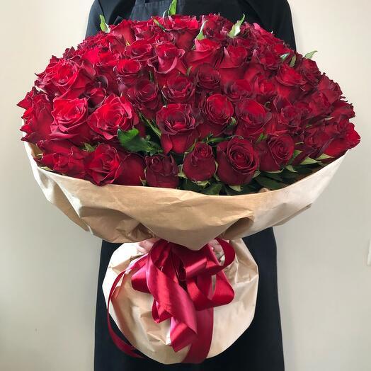 Букет из 101 розы в крафте