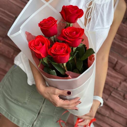 Букет комплимент из 5  роз