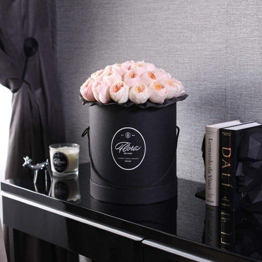 Розы Juliet в шляпной коробке Grand Black: букеты цветов на заказ Flowwow
