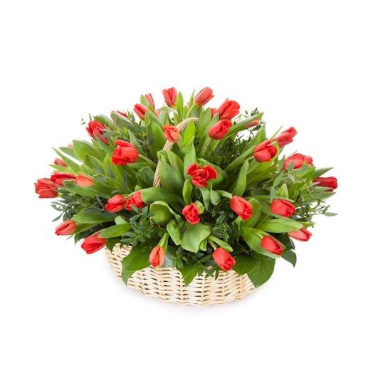 Композция из красных тюльпанов  Гранатовый браслет: букеты цветов на заказ Flowwow