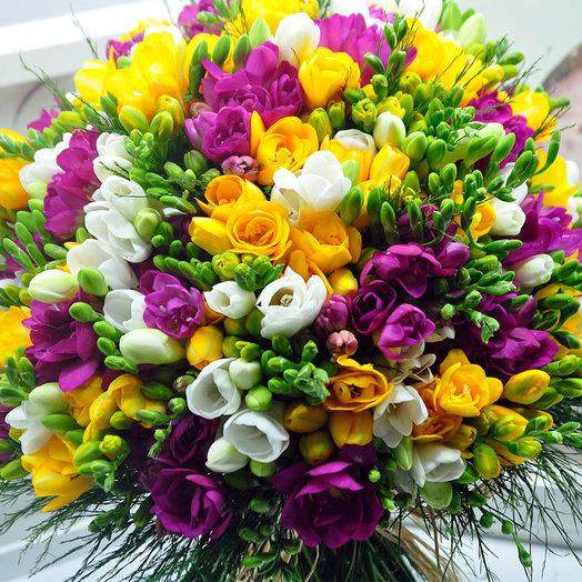 Букет из ароматной фрезии: букеты цветов на заказ Flowwow