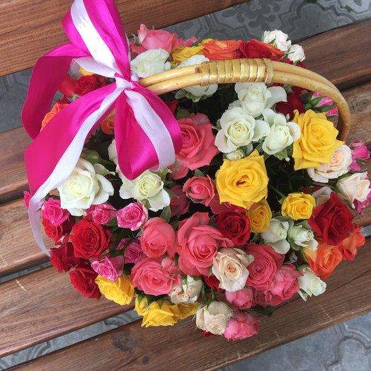 Корзина малая микс 25 кустовых роз: букеты цветов на заказ Flowwow