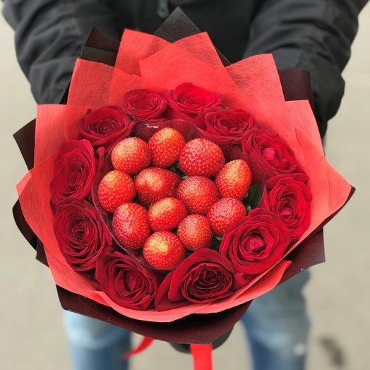 Букет. Красная  Роза. Клубника N115